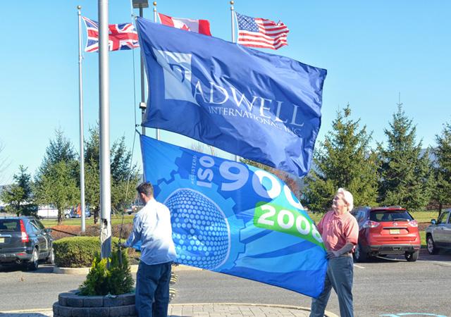 Hissen der ISO Flagge bei Radwell