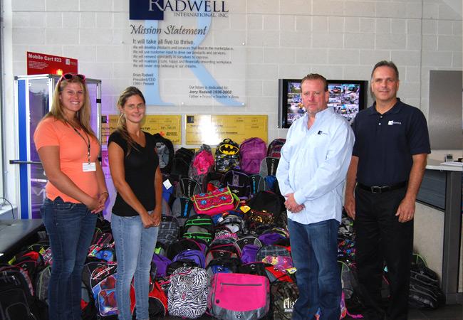 Nous avons fourni plus de 176 sacs à dos complet avec des fournitures scolaires pour la Drenk Foundation.