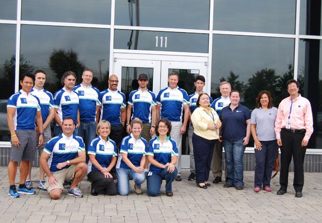 Nous avons créé une équipe pour une randonnée de bienfaisance: 'MS City to Shore'. Elle a été un grand succès et ils se préparent déjà pour 2013.