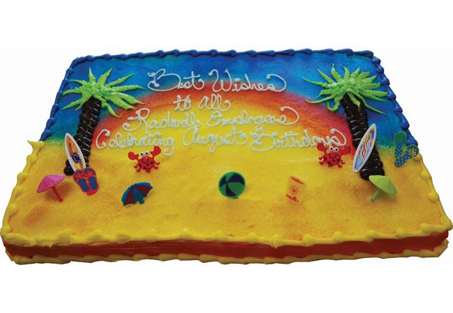 Chaque mois, nous célébrons l'anniversaire de tout le monde avec un gâteau géant.