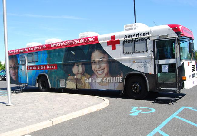 Alle sechs Monate wird Radwell vom Spendenbus des Amerikanischen Roten Kreuzes besucht. Unser Ziel sind 40 Pints Blutspenden und bei unserer letzten Aktion erreichten wir über 50 Pints!