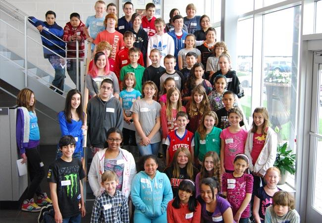 Am <strong>Radwell's Annual Bring Your Child To Work Day</strong> haben Hunderte von Radwell-Kindern einen ganzen Tag lang Spaß gehabt und eine Lohntüte mit 25,00$ erhalten.