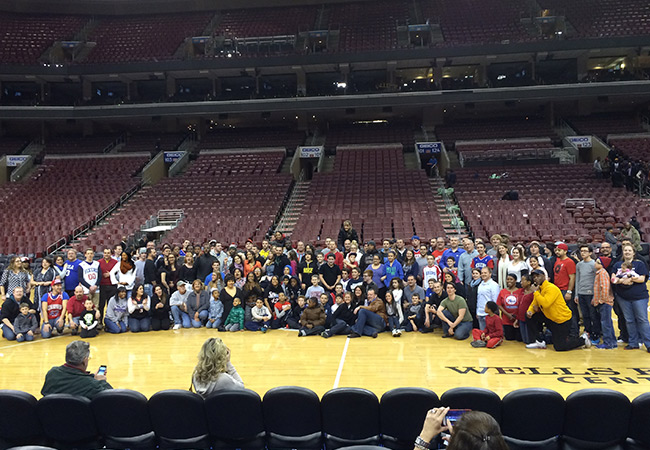 Unsere US-Mitarbeiter verbrachten einen Abend bei einem Spiel der Philadelphia Sixers. Es war ein toller Abend!
