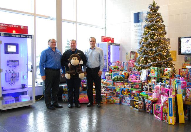 Der Toy Drive 2012 war bisher unser größter. Wir haben über 500 Spielzeuge an örtliche Wohltätigkeitseinrichtungen gespendet.
